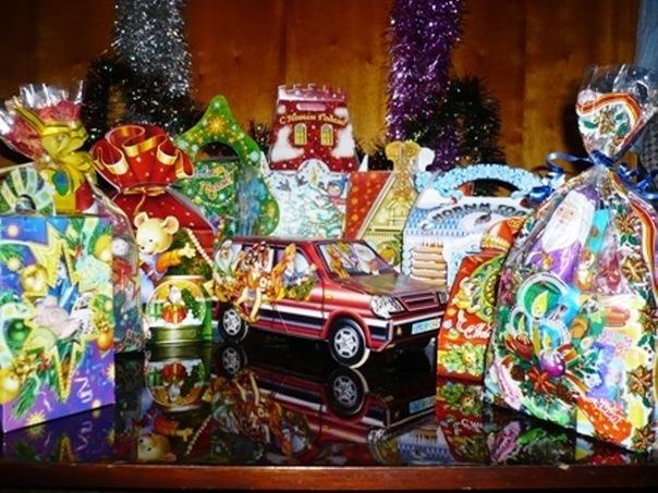 Новогодние подарки (конфеты) для детей: нужны или нет?