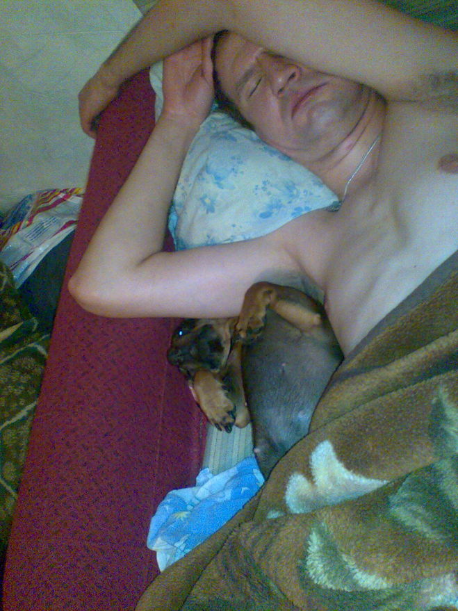 Она в шоке мужчина лезет под одеяло видео