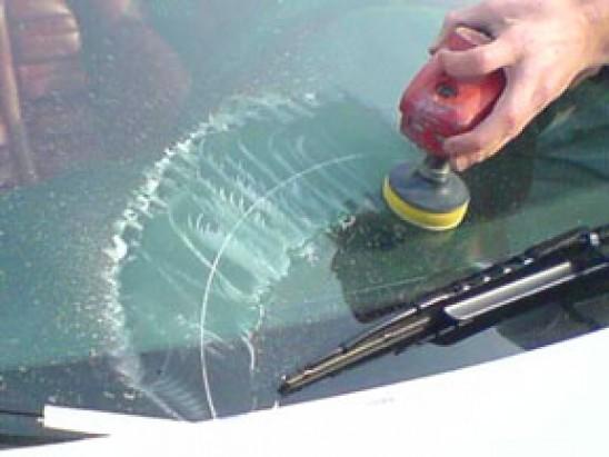 Как удалить царапины на стекле автомобиля своими руками